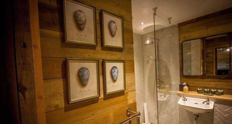 Tiger Lodge Bathroom