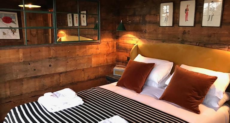 Tiger Lodge Zarka At Port Lympne Hotel Reserve In Kent
